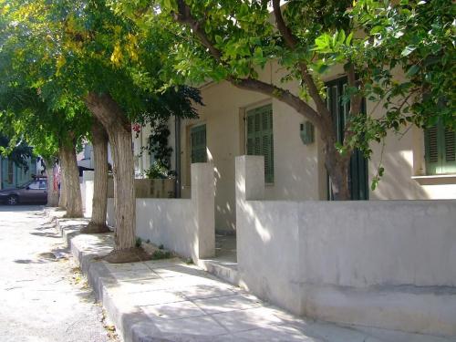 takie uliczki:) #drzewa #natura #architektura