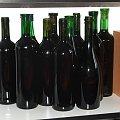 Wino przed przyklejeniem etykietek #wino #butelka #butelki #winogrona #etykieta #etykiety #nalepka #nalepki #czerwone #gronowe #Karmanowice #winnica